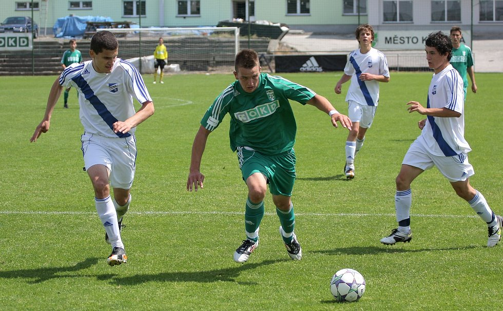 Karvinští dorostenci (v zeleném) nezvládli klíčový zápas s Frýdkem-Místkem.