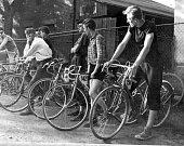 Před startem prvního závodu pořádaného přímo v Petřvaldě. Psal se rok 1958.