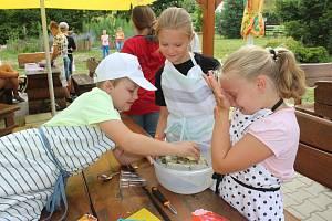 V příměstském táboře v Petrovicích se děti učily vařit.