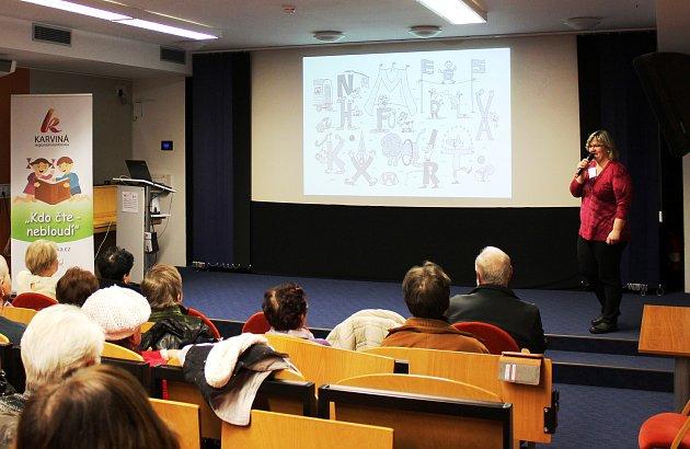 Přednáška Fungování paměti v karvinské Regionální knihovně poradila, jak bojovat se zapomínáním i roztěkaností.