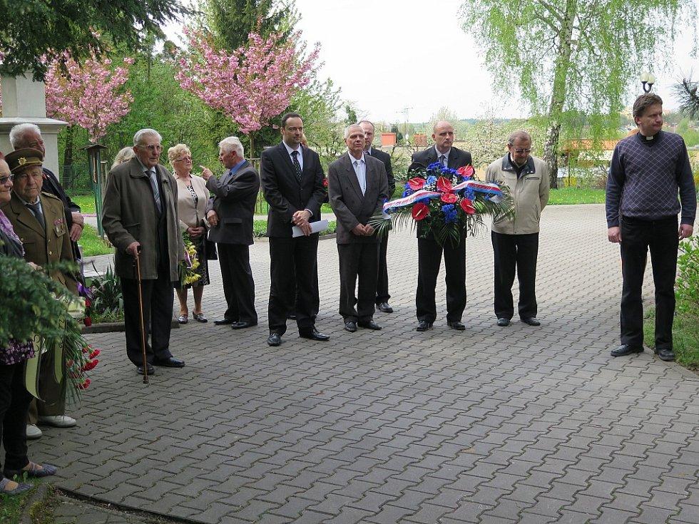 Pietní akt na památku vojáků padlým při osvobozování Ostravska.