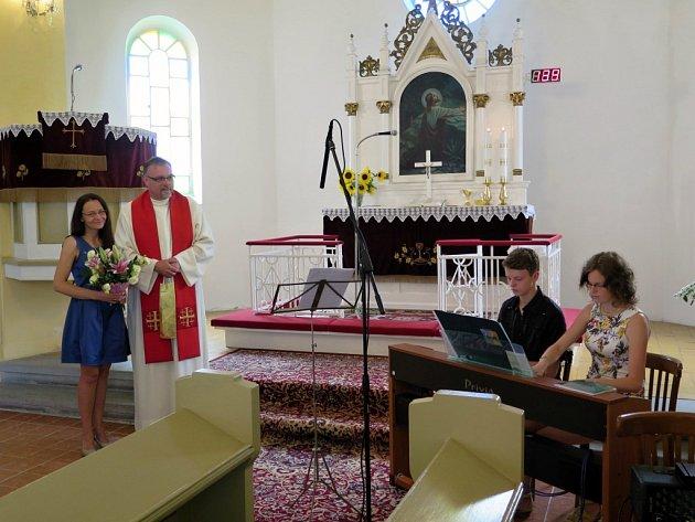 Evangelická farnost augsburského vyznání v Prostřední Suché v neděli slavila ve svém kostele jubileum.