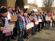 Protest SPD proti přidělování bytů RPG uprchlíkům.