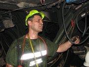 Práce v podzemí černouhlené šachty. Ilustrační snímek.