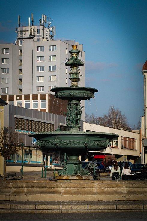 Hádanka č. 6 a 12: Kašna na Masarykově náměstí.