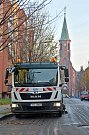V Bohumíně v úterý poprvé vyzkoušeli blokové čištění ulic od spadaného listí.