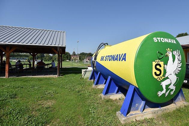 Fotbalový klub SK Stonava. Vposlední přípravě před sezonou domácí hráči (ve žlutém) porazili Věřňovice 4:1.