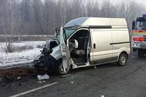 Nehoda si vyžádala život řidiče dodávky.