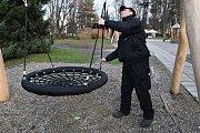 Preventisté dohlížejí na dění v dětském koutku společně s kamerami.