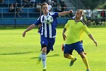 Derby fotbalových Albrechtic (pruhované dresy) a Stonavy.