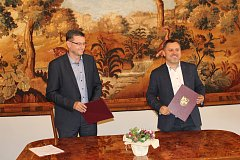 Primátor Karviné Jan Wolf a ředitel spol. Residomo Jan Rafaj podepsali memorandum  v rámci projektu Bezpečná Karviná.