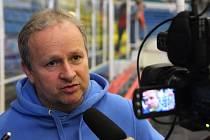 Jan Daneček starší věří, že po dnešním utkání bude hodnotit zlepšenou produktivitu svého týmu.
