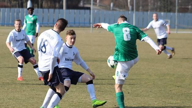 Dětmarovice (v bílém) porazily Heřmanice 1:0.
