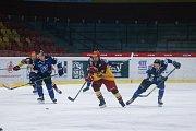 Havířovští mladíci (v modrém) vyhráli těžké utkání v Jihlavě.