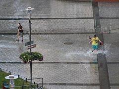 Bouřka s krupobitím v centru Havířova.