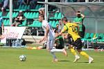 Filip Twardzik (v bílém) a jeho noví karvinští spoluhráči vyhráli nad Jastrzebie 2:0.
