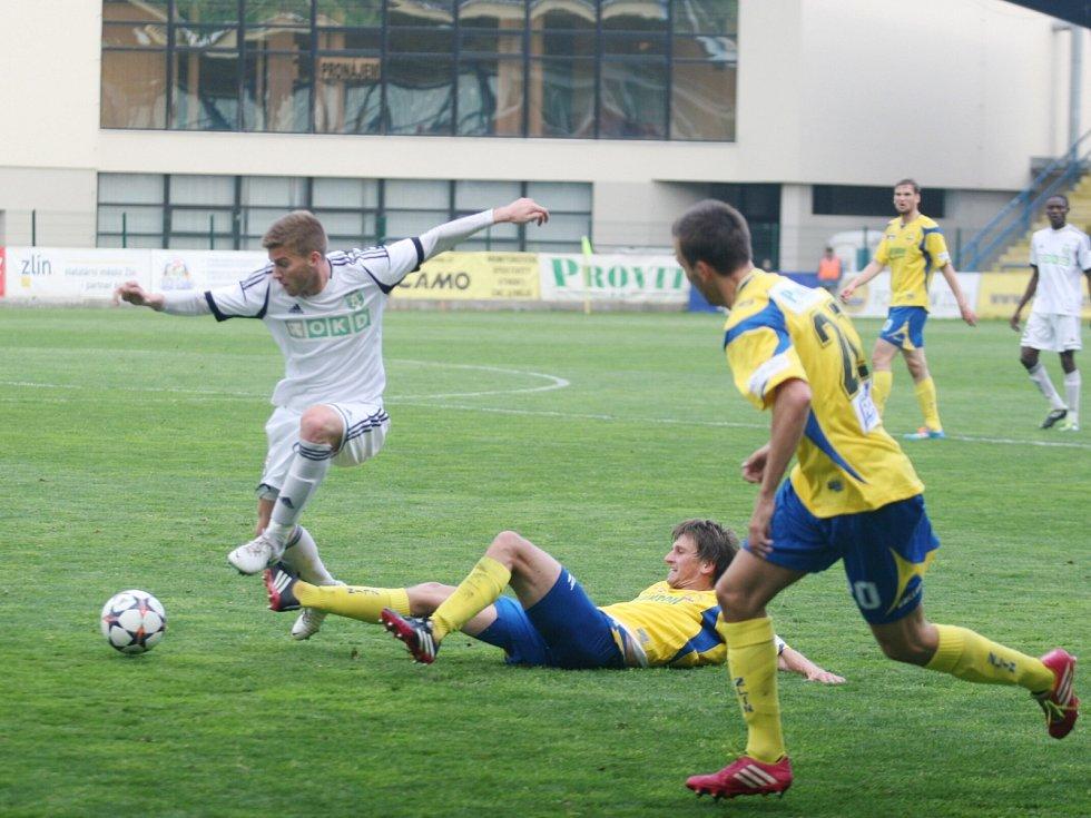 Karvinští (v bílém) prohráli po jalovém výkonu ve Zlíně.