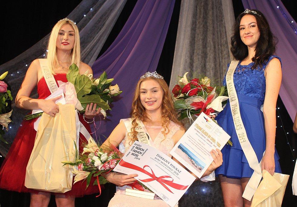 V Bohumíně se konalo finále Miss Karkulka 2019. Vítězkou se stala Valérie Kaňová z Havířova (uprostřed). Vlevo I. vicemiss Adéla Baierová z Bohumína, vpravo Lucie Uličná z Karviné, II. vicemiss.