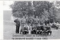 Dobrovolní hasiči zHavířova-Šumbarku na okrskové soutěži vroce 1963.