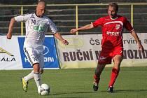 Karvinští fotbalisté odehráli úvodní duel letní přípravy. Pavel Besta (u míče) už ale není členem kádru.