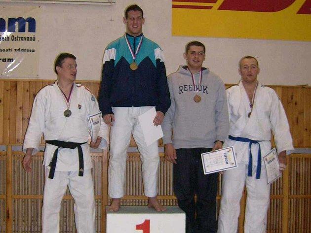 Kamil Chrobák (zcela vpravo) jako bronzový medailista na Velké ceně Ostravy.