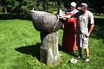 Oprava sochy Obětní oltář v havířovském Centrálním parku.