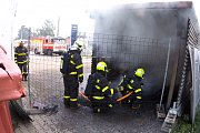 Požár skladu autoservisu poblíž Ostravské ulice v Havířově.
