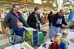 Pátý ročník Národní potravinové sbírky vHavířově.Tradičním místem, kde zájemci mohli přispět, bylo obchodní centrum Globus.