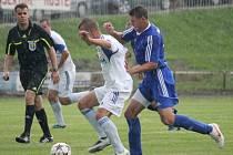 Fotbalisté Petrovic (v bílém) uhráli na hřišti Nového Jičína tři body.