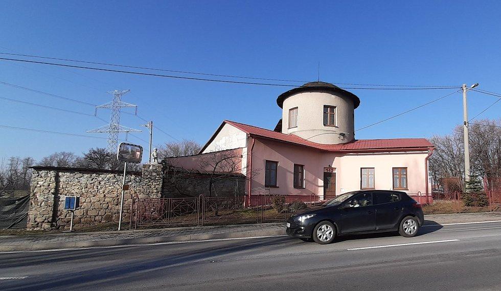 Těrlicko, Larischův letohrádek na Kostelci, hladová zeď.