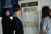 V Kavárně Avion j k vidění výstava k výročí sametové revoluce. Foto: Emilie Swidrová