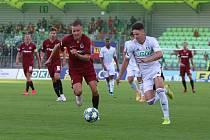 Tomáš Ostrák (v bílém) odehrál proti Spartě velmi dobrý zápas.