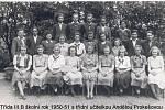 TŘÍDA III. B s třídní učitelkou ve školním roce 1950/1951.