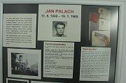 Panelová výstava v prostorách Regionální knihovny Karviná připomíná půlstoletí od smrti Jana Palacha.