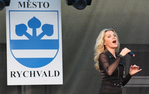 Tradiční Rybí slavnosti se konaly vsobotu vcentru Rychvaldu. Jako host zde vystoupila také Leona Machálková.