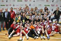 Společné foto vítězných českých týmů ze světového akademického šampionátu v Brazílii.