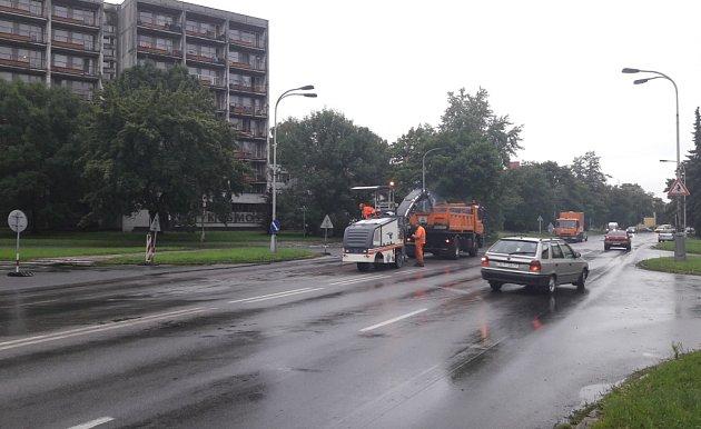 Oprava silnice vKarviné.