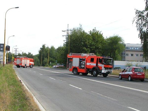 Kvůli masivnímu úniku plynu je uzavřena doprava na Dělnické ulici vúseku uhyperkamrketu Globus.