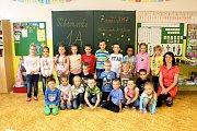 Žáci 1. A ZŠ Fr. Hrubína v Havířově-Podlesí s třídní učitelkou Šárkou Mikulenkovou.