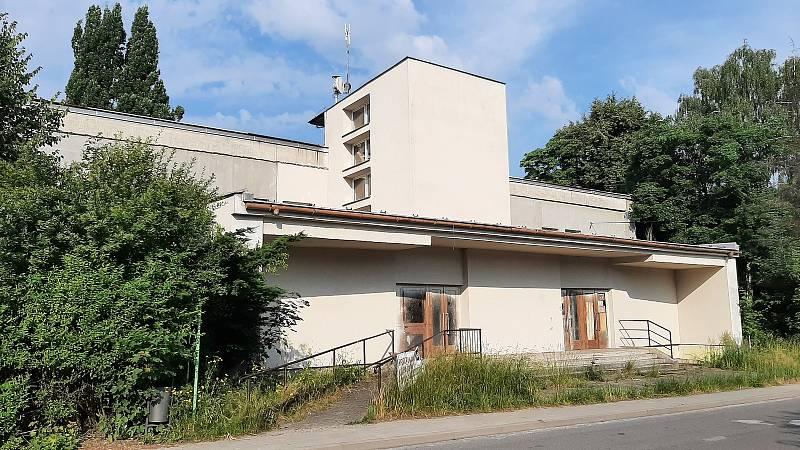 Orlová-Město. Zimný důl, bývalá škola.