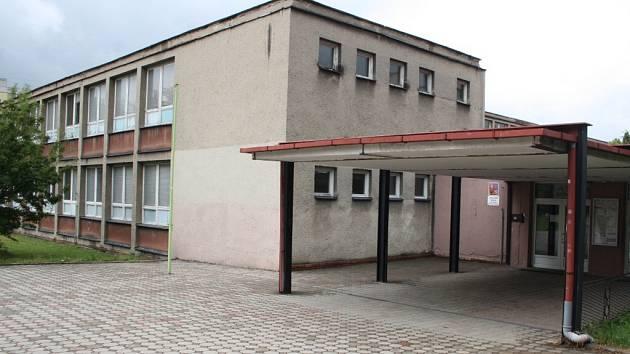 Nových oken, opravené střechy a fasády se dočká i ZŠ Karoliny Světlé v Havířově-Podlesí.