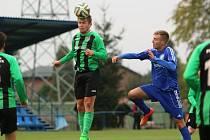 Petrovická Lokomotiva (v modrém) prohrála doma v souboji předních týmů divize s Petřkovicemi.