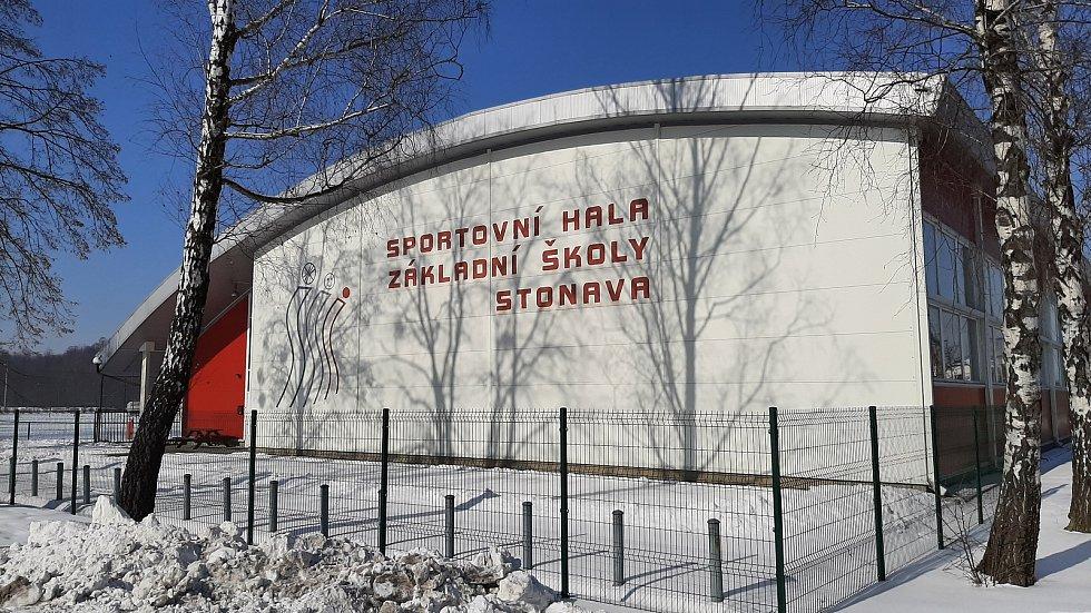 Hornická obec Stonava před 30 lety doslova vstala z popela. Dnes má necelých 2000 obyvatel a velmi dobrou infrastrukturu.  Sportovní hala.