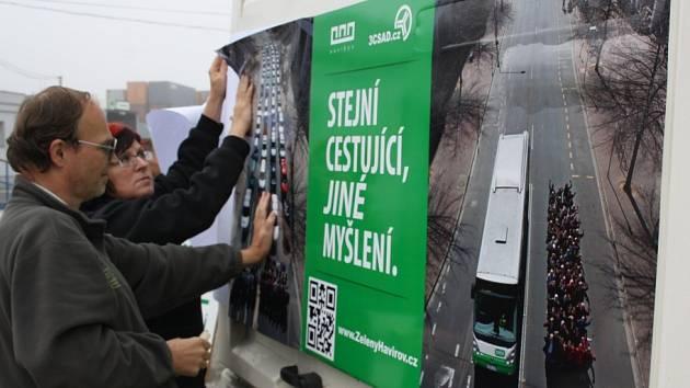 Informační kampaň na podporu cestování veřejnou hromadnou dopravou.