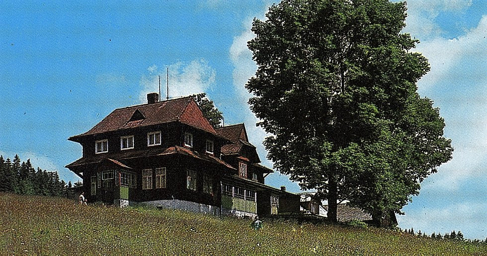 Kolářova chata na Slavíči šla k zemi. Majitel ji nechal kvůli napadení dřevomorkou zbourat.