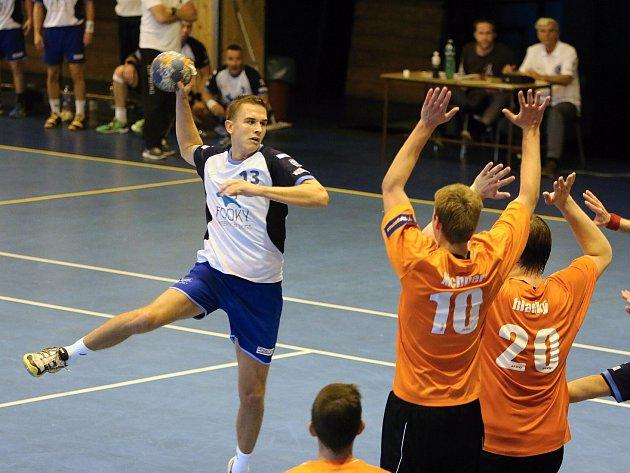 Jan Dudek (s míčem) patřil k nejlepším hráčům posledního zápasu MHK v letošní soutěži.