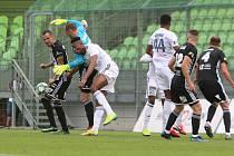 Karviná (v bílém) se rozešla naposledy v lize s Českými Budějovicemi smírně po bezbrankové remíze.
