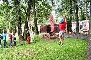 Děti si vyzkoušely i traverz, slackline či výstup a sestup po laně.