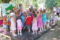 V parku za KD Radost měli svůj program děti i senioři.