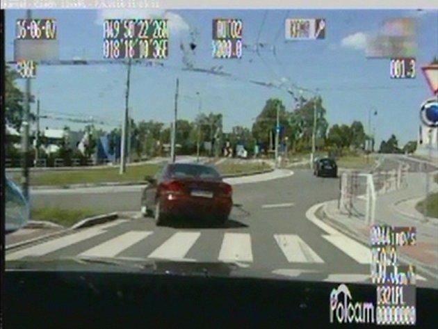Pronásledování prchajícího řidiče.